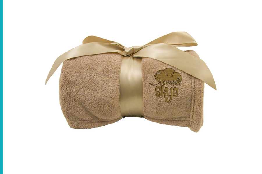 Luxury Plush Blankets_Holiday Gift Ideas