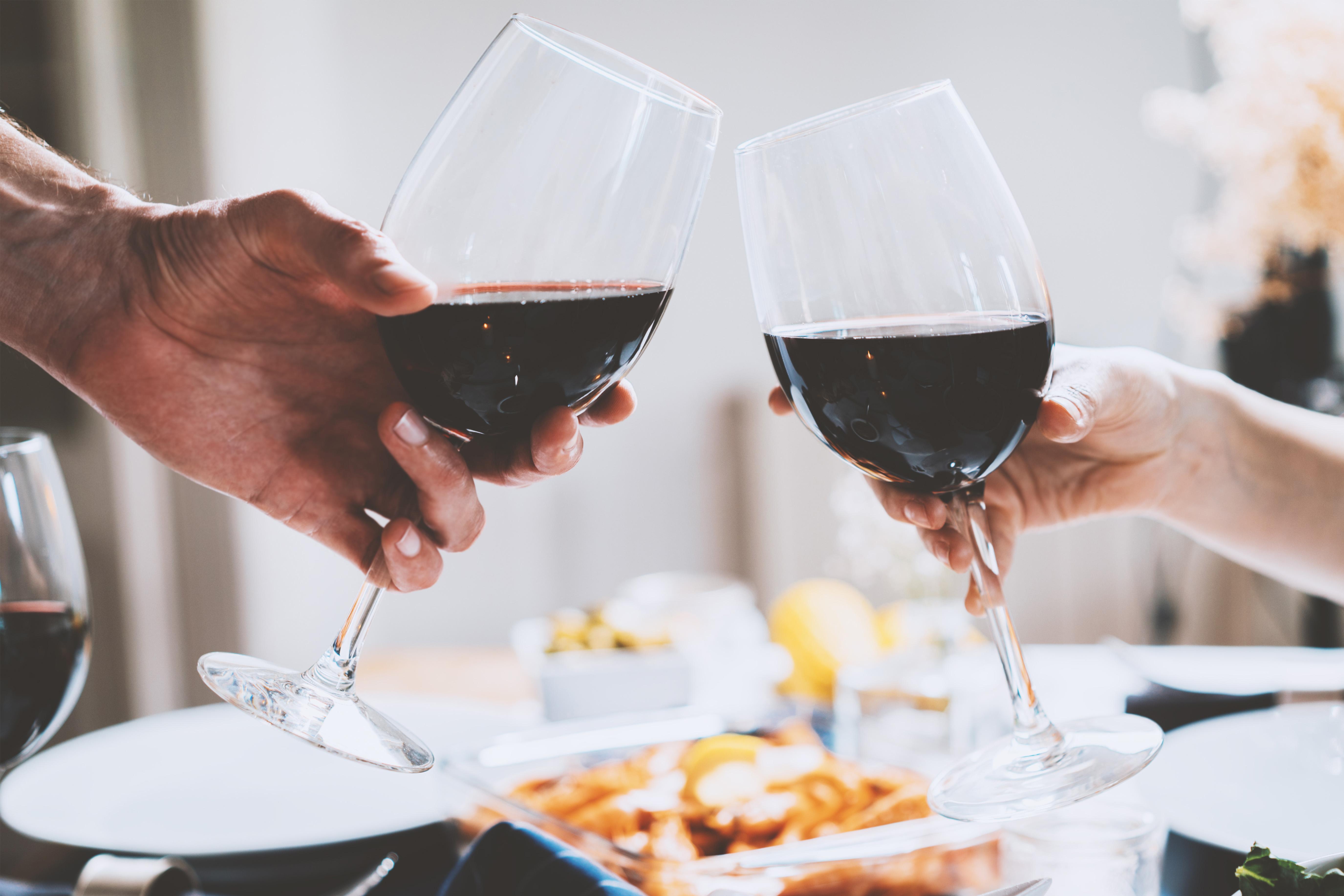 monogrammed wine glasses idea