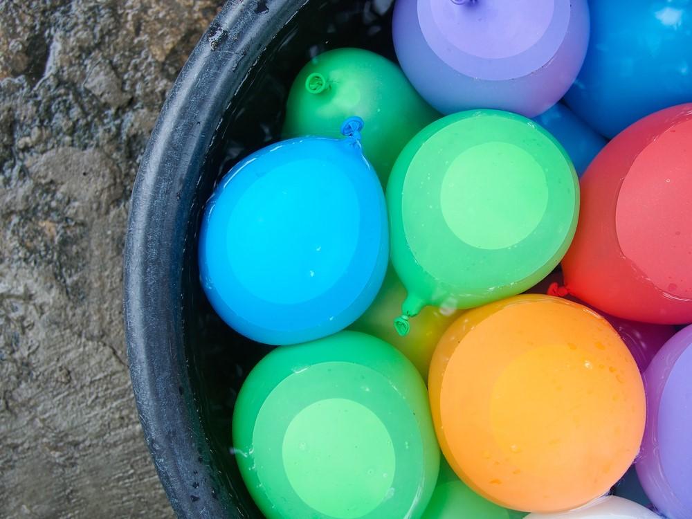 water balloon toss idea