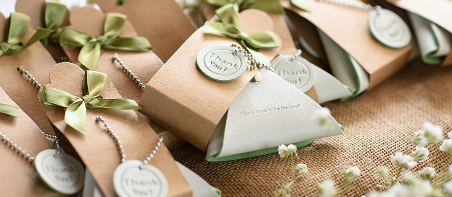 How to create pintrest worthy wedding favors